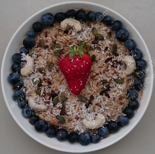 Porridge with blueberries WM