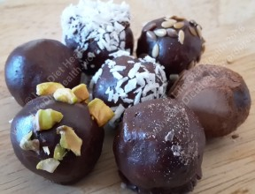 Munch munch munch the vegan chocolate balls!