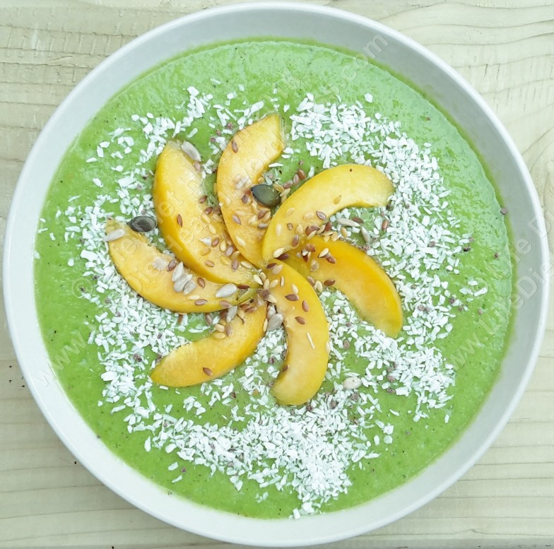 Delicious green smoothie bowl