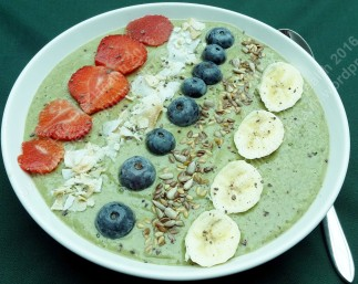 Breakfast green smoothie bowl