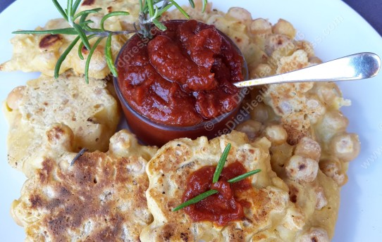 Fritters with homemade tomato sauce